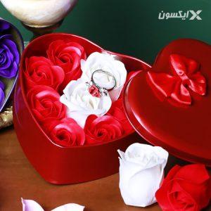 پکیج کادویی انگشتر و گل عطری طرح Love 1